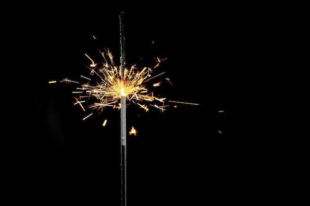 黒に線香花火を燃焼