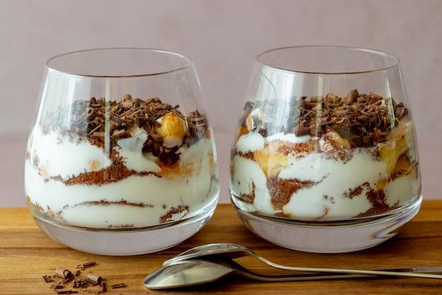 ガラスのイタリアンデザートティラミス。郷土料理。伝統的なレシピ。