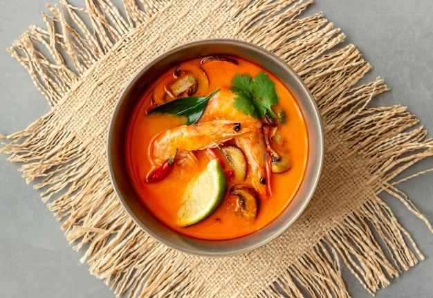 トムヤムスープ。タイ料理。健康的な食事。レシピ。