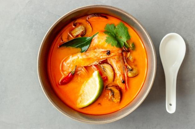 Том ям суп. тайская кухня здоровое питание. рецепты.