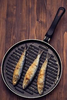 Жареные сардины на сковороде