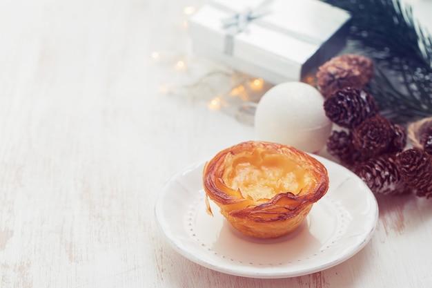 典型的なポルトガルの卵タルトパステルデナータ