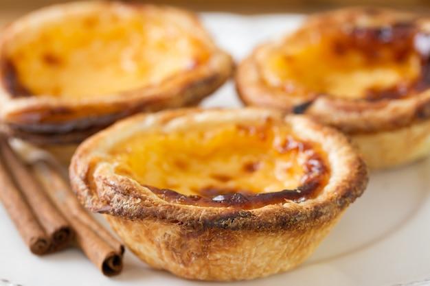 シナモンとポルトガルの典型的なクッキー