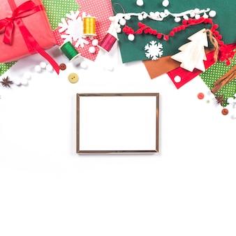Счастливого рождества фон с деревянной рамкой.