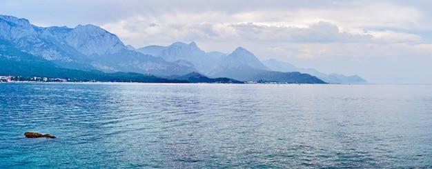 ケメル、アンタルヤ、トルコのビーチのパノラマ