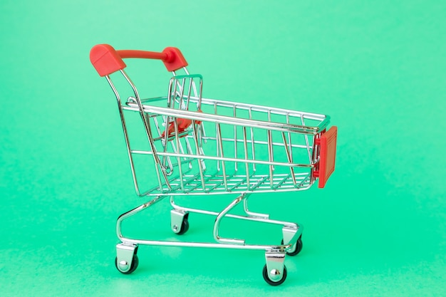 スーパーマーケット用のショッピングカート。