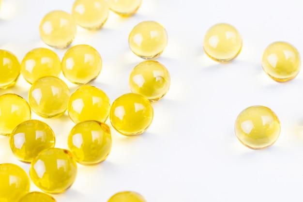 黄色のビタミンの糖衣錠