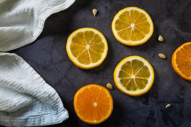 Ломтики лимона и мандарина