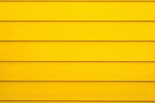 Желтая деревянная стена