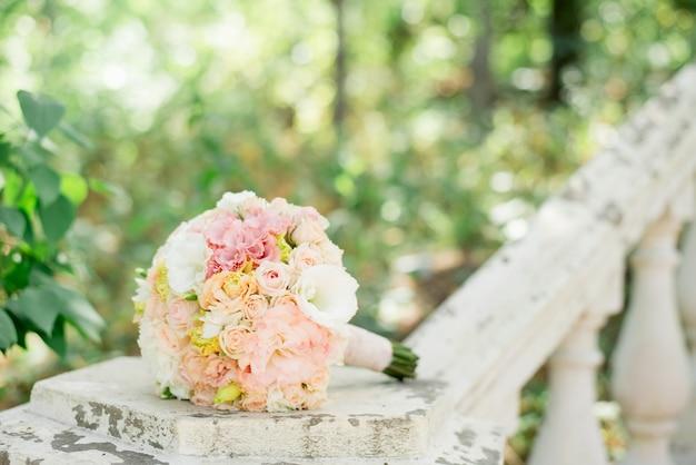 結婚式の背景