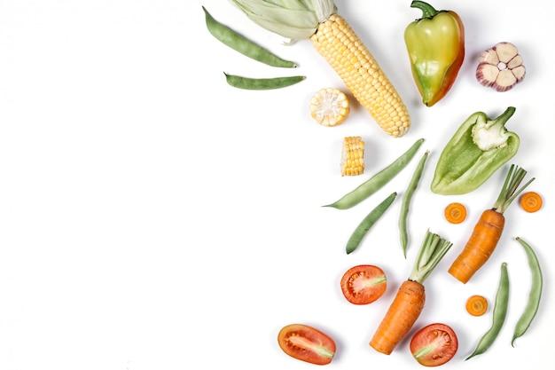 有機食品の背景。フラット横たわっていた、トップビュー、コピースペース。健康的な食事のコンセプト。
