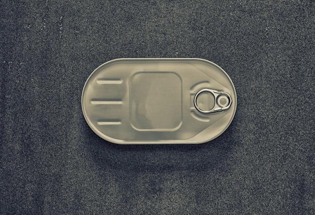 楕円形の箱で缶詰