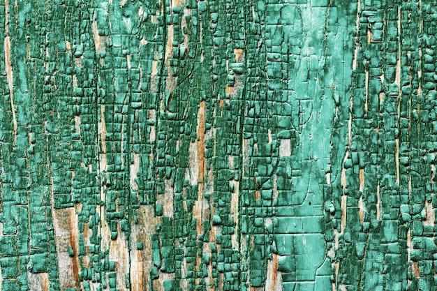 木造の納屋板の背景テクスチャは、古い緑色の塗料の残骸を色あせた