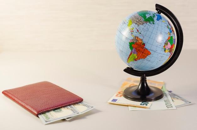 パスポートと世界中のお金