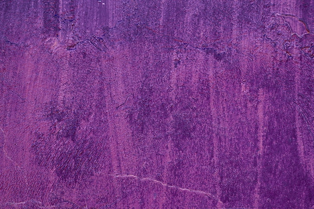 濃い紫色の古いセメントコンクリート。