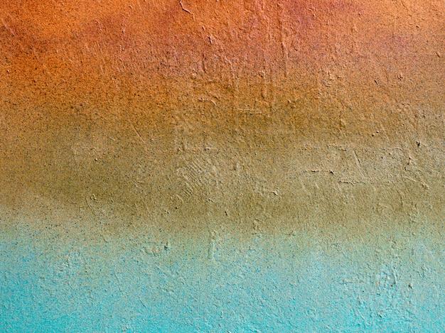 古い石のビンテージマルチカラーの壁:オレンジ、青、ベージュ色。