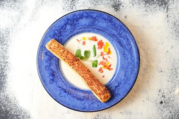 サーモン入りクリーミークリームスープ