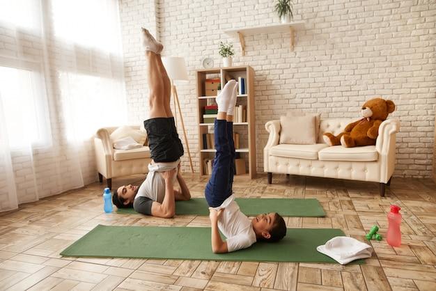 父と娘はローソク足の演習を行います。