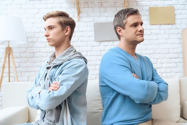 Отец и сын отказываются разговаривать друг с другом.