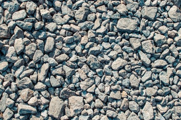 花崗岩の砂利、石、砕石のクローズアップのマウンド。