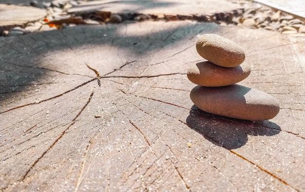 Камни сбалансированы друг на друге