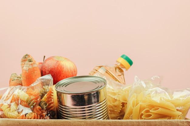 Ящик для пожертвований на еду для нуждающихся. доставка еды.