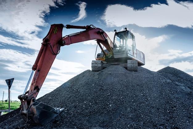 高さの大きい掘削機