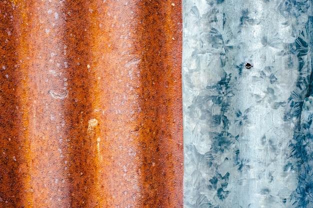古いカラフルな亜鉛壁さびたメタ