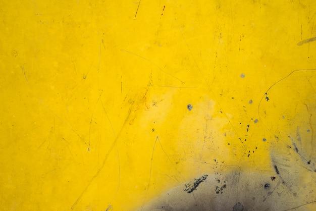 背景の黄色い鋼板金属のさびた質感