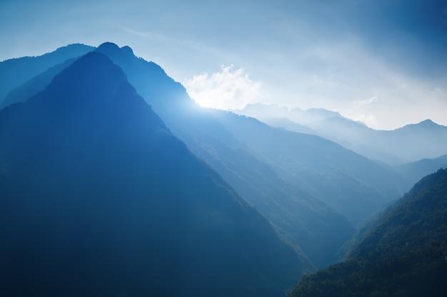 Красивый пейзаж с австрийскими альпами