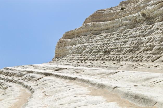 トルコ階段、シチリア島、イタリア。白いスカラデイトゥッキー、地中海、青い空と美しい海の風景。