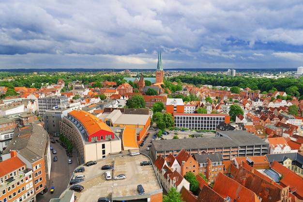 リューベックの古いドイツの町。ドイツの古い歴史的な街。小さな町のパノラマ。