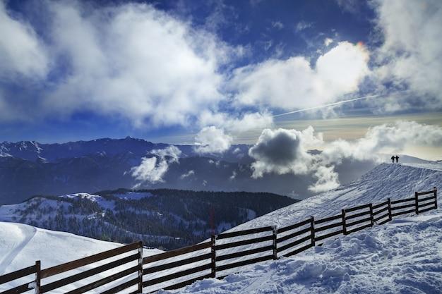 クラスナヤポリアナの風景の中のスキー場