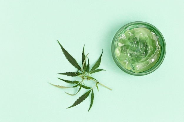 化粧品の瓶、大麻油のジェルまたはクリーム