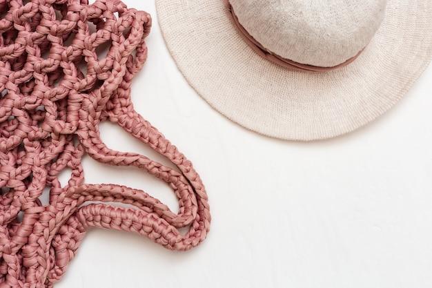 Пляжная женская шляпа и розовая сумка ручной работы