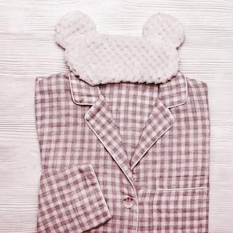 市松模様の柔らかい赤い綿のパジャマ、