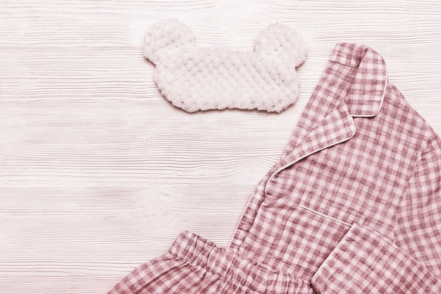 パジャマ寝具とアイマスク