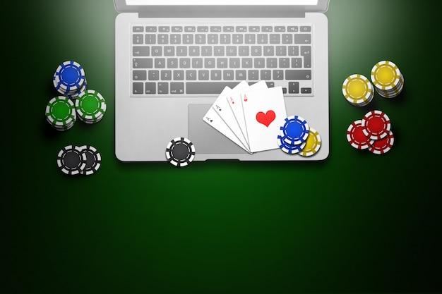 オンラインカジノ、ラップトップ、グリーン上のチップカード
