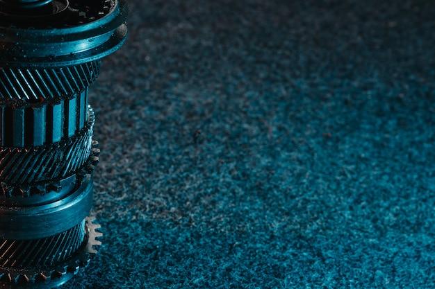 歯車と暗い背景のベアリング。