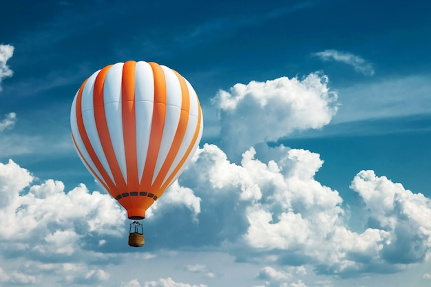 青い空を背景に色とりどりの大きな風船