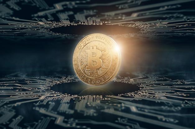 Золотая монета биткойн на черном фоне.