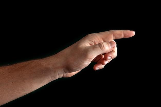 人間の手に触れるか、黒に分離された何かを指している