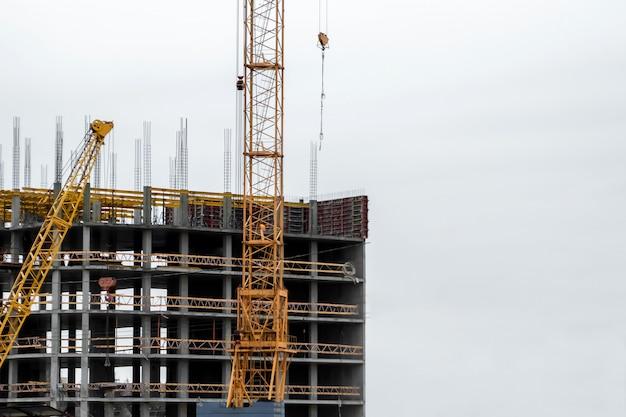 Строительство зданий по монолитной технологии.