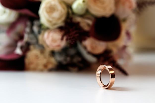 結婚指輪のある美しい写真