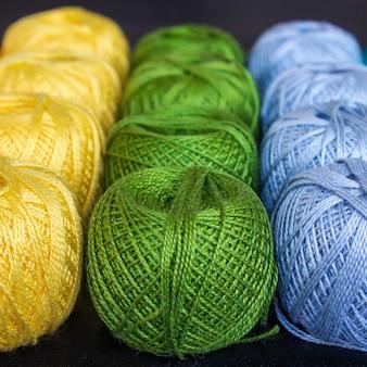 編み物用の色の糸