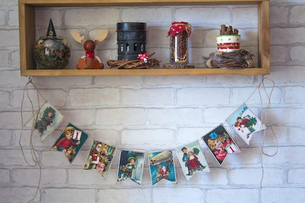 木製棚の新年の装飾