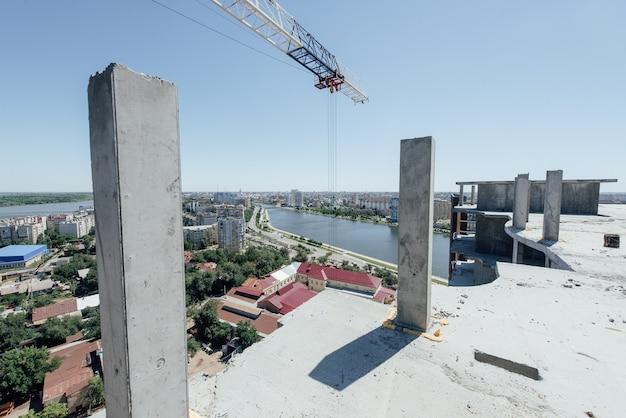 Новое многоэтажное здание под строительство