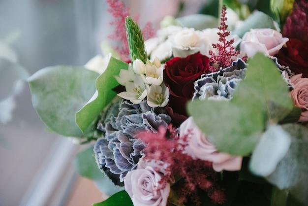 花嫁の花のブライダルブーケをクローズアップ