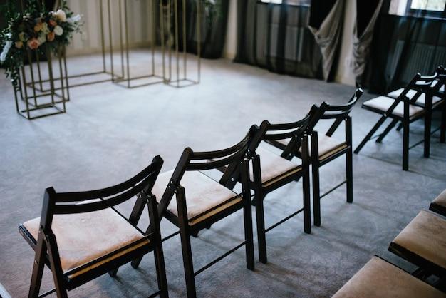Свадебная арка и крытая свадебная церемония. оформление свадебной церемонии