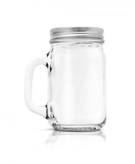 白い背景上に分離されてアルミニウムの帽子と透明なガラス瓶